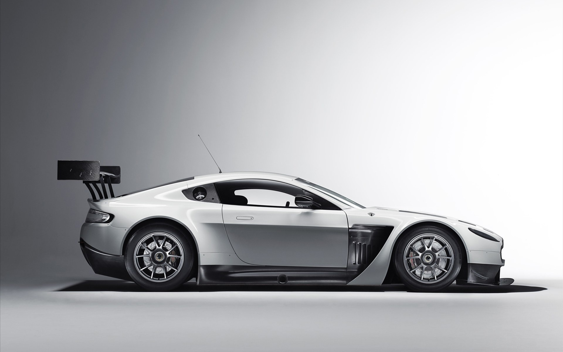 Daily Wallpaper: Aston Martin Vantage GT3 | I Like To Waste My Time