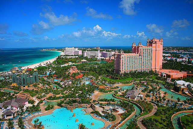 15 most amazing swimming pools from around the globe i for Atlantis pools