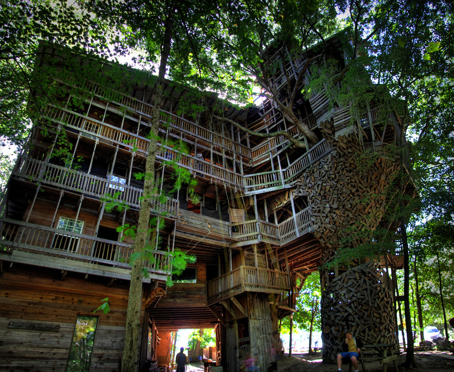 Biggest tree house in the world i like to waste my time for The world s biggest house