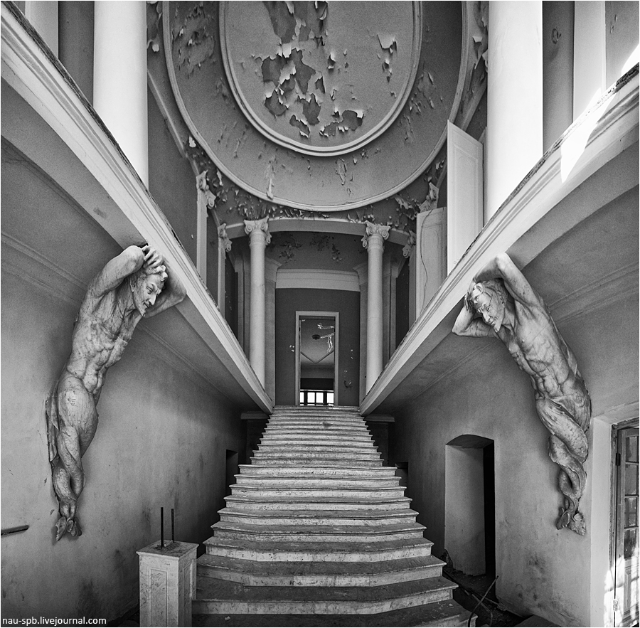 An Abandoned Mansion of Russia's Wealthy | I Like To Waste