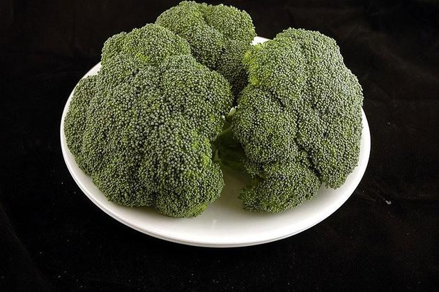 Different Foods 200 Calories Broccoli