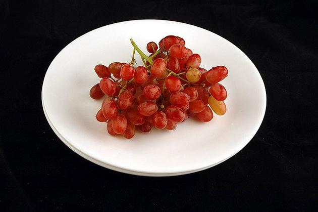 Different Foods 200 Calories Grapes