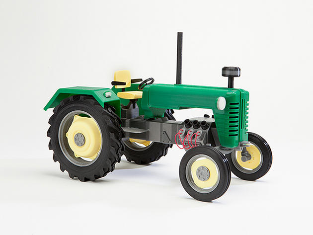 3D printed tractor from Makerbot Thingiverse