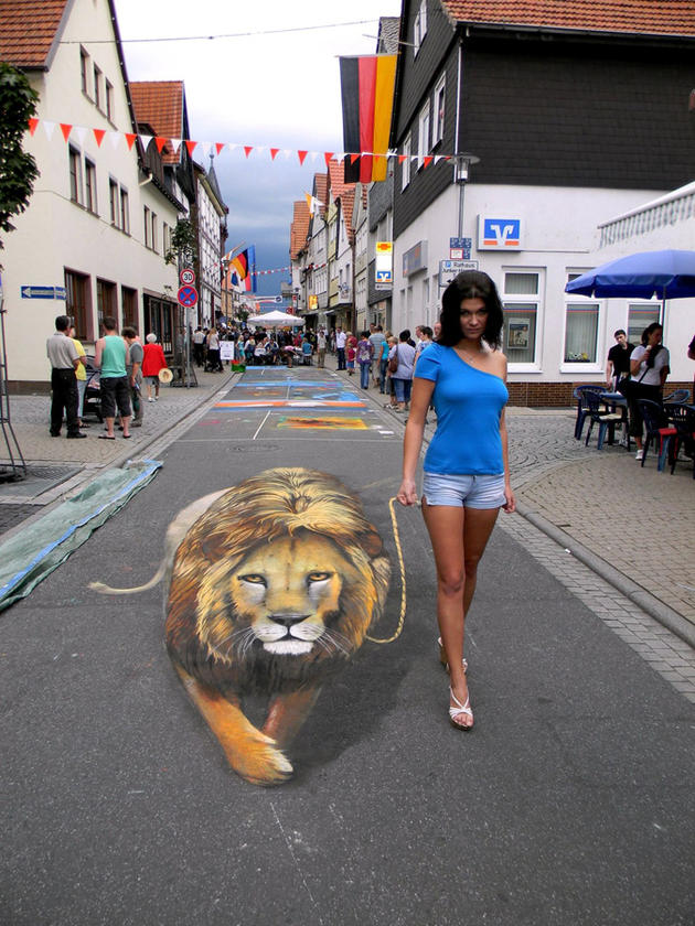 3D Street Art by Nikolaj Arndt - walking a lion