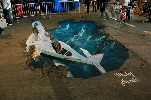 3D Street Art by Nikolaj Arndt - Airplane crashing