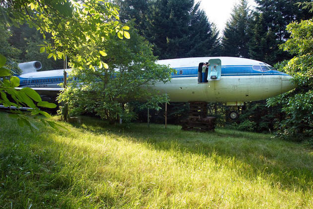 Boeing 727 in the woods as a home