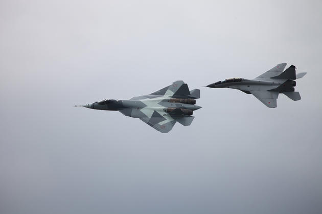 Pak Fa flying beside the Mig 29
