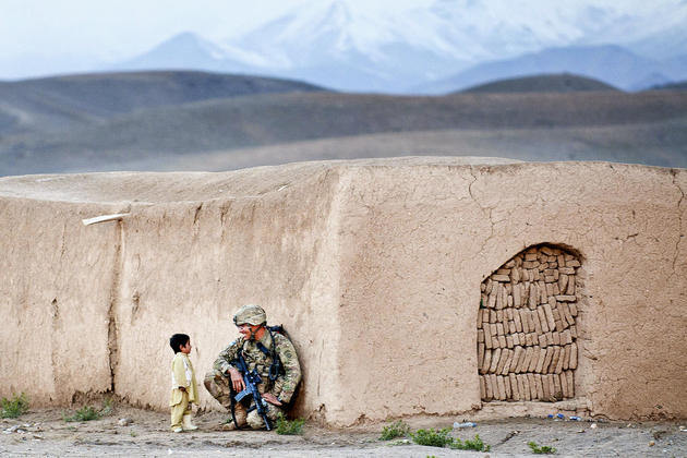 Soldier and child in afghanistan