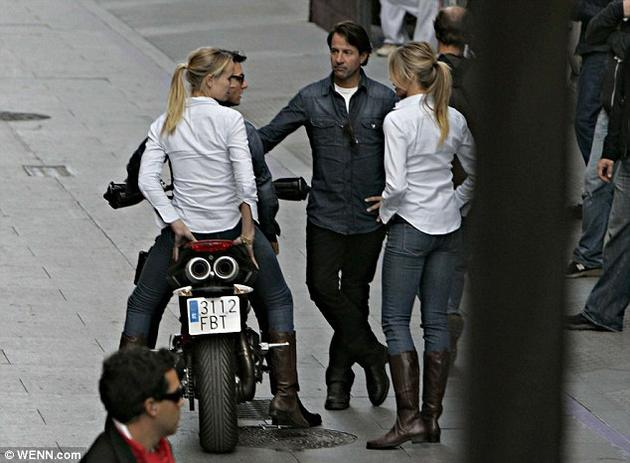 Cameron Diaz and Tom Cruise beside their Stunt People