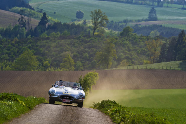 Jaguar E-type Country Road