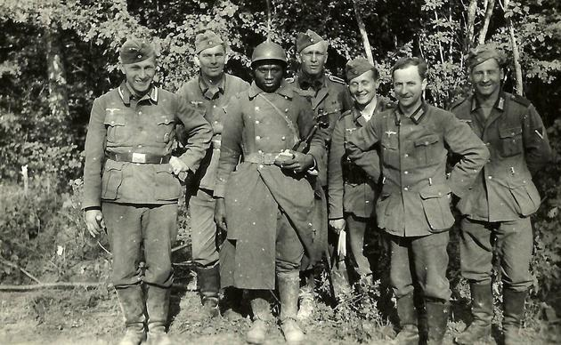 German Soldier posing next to a French prisoner of war