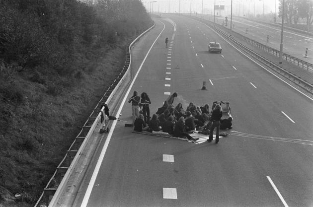 Oil Crisis picnic on the highway 1973
