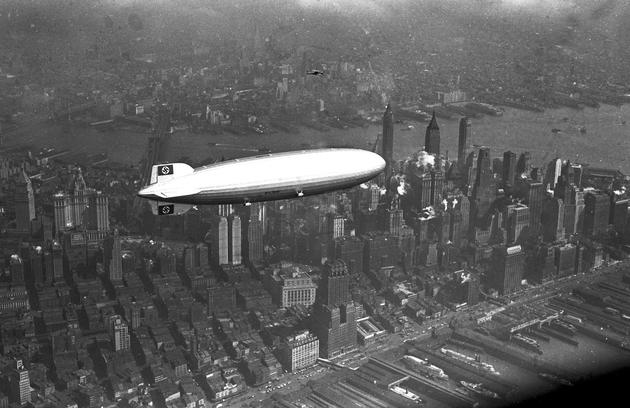 Hindenburg over Manhattan 1936