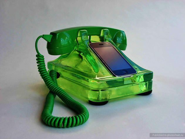 green iphone dock