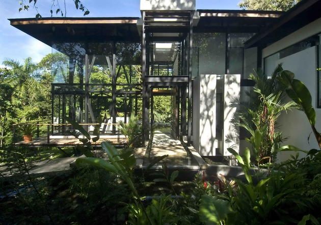 MC1 House architecture by Juan Robles