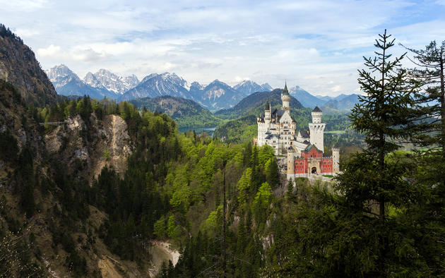 Neuschwanstein castle by Maximilian Winters