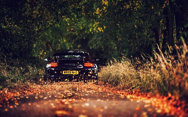 Porsche 911 GT3 ripping in fall HD Wallpaper beautiful