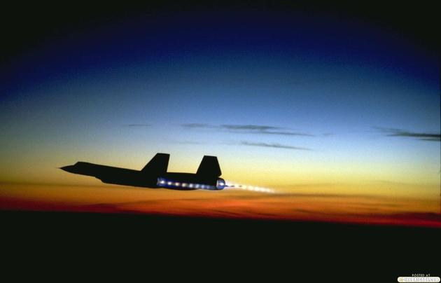 'Stunning photo of the Blackbird in Afterburners' from the web at 'http://iliketowastemytime.com/sites/default/files/imagecache/blog_image/sr71_blackbird12.jpg'