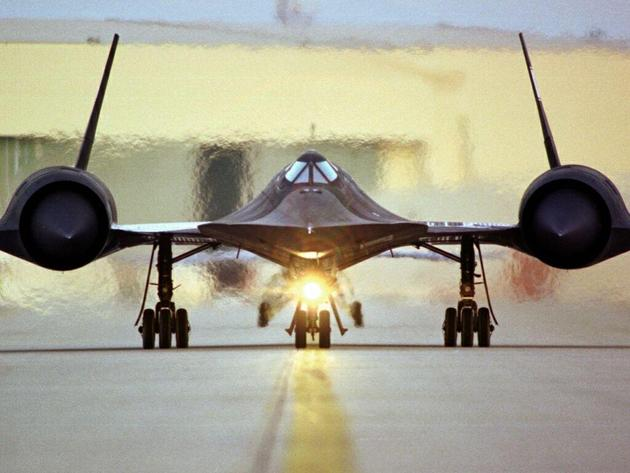 'SR 71 Take off' from the web at 'http://iliketowastemytime.com/sites/default/files/imagecache/blog_image/sr71_blackbird3.jpg'