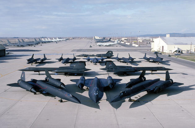 'Most of the SR71s in one photo' from the web at 'http://iliketowastemytime.com/sites/default/files/imagecache/blog_image/sr71_blackbird5.jpg'