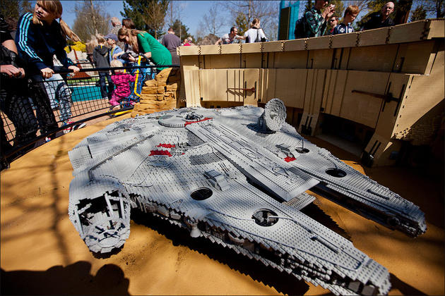 Star wars recreations made from Lego