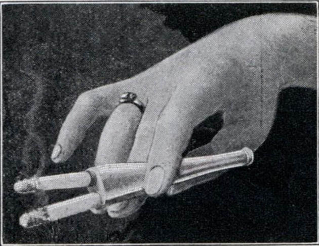Double cigarette holder