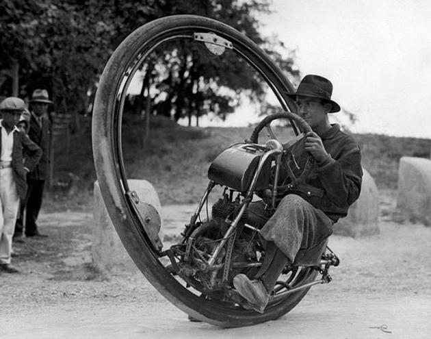 Single wheel motorcycle from italy invention