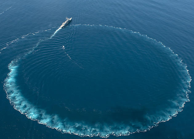 Amazing turning radius of the USS Nicholas