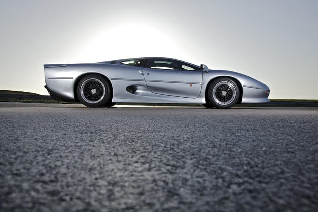 Jaguar XJ220 Side View