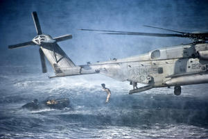 CH-53E Super Stallion dropping people