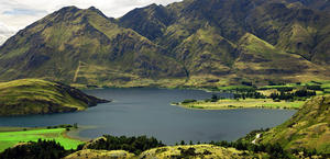 Lake Wannaka in New Zealand HD Wallpaper