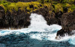 Splashing waves onto endless cliffs HD Wallpaper