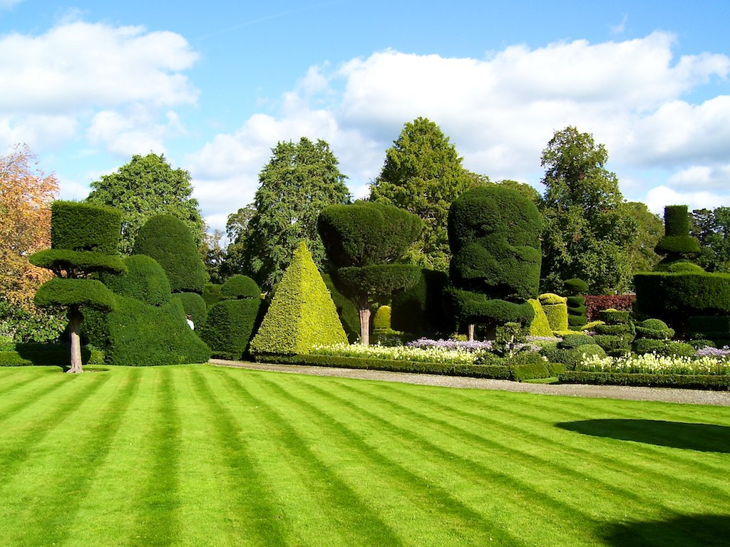 Stunning beauty of levens hall garden uk 9 pics i for Landscape my garden