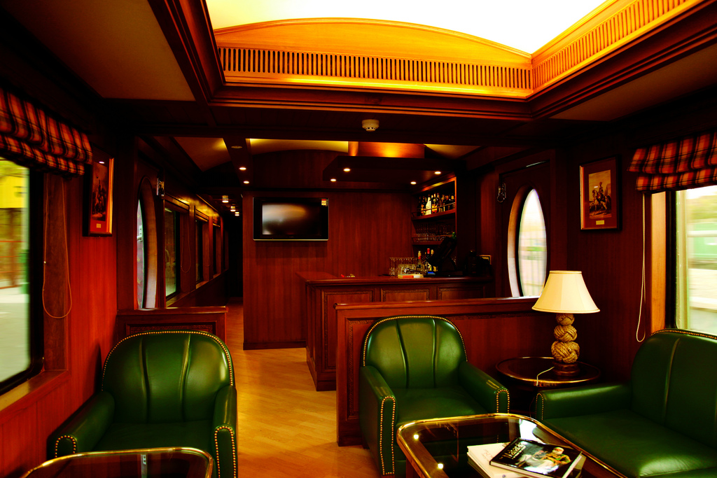 the luxurious transport of asia maharajas 39 express 10 pics i like to waste my time. Black Bedroom Furniture Sets. Home Design Ideas