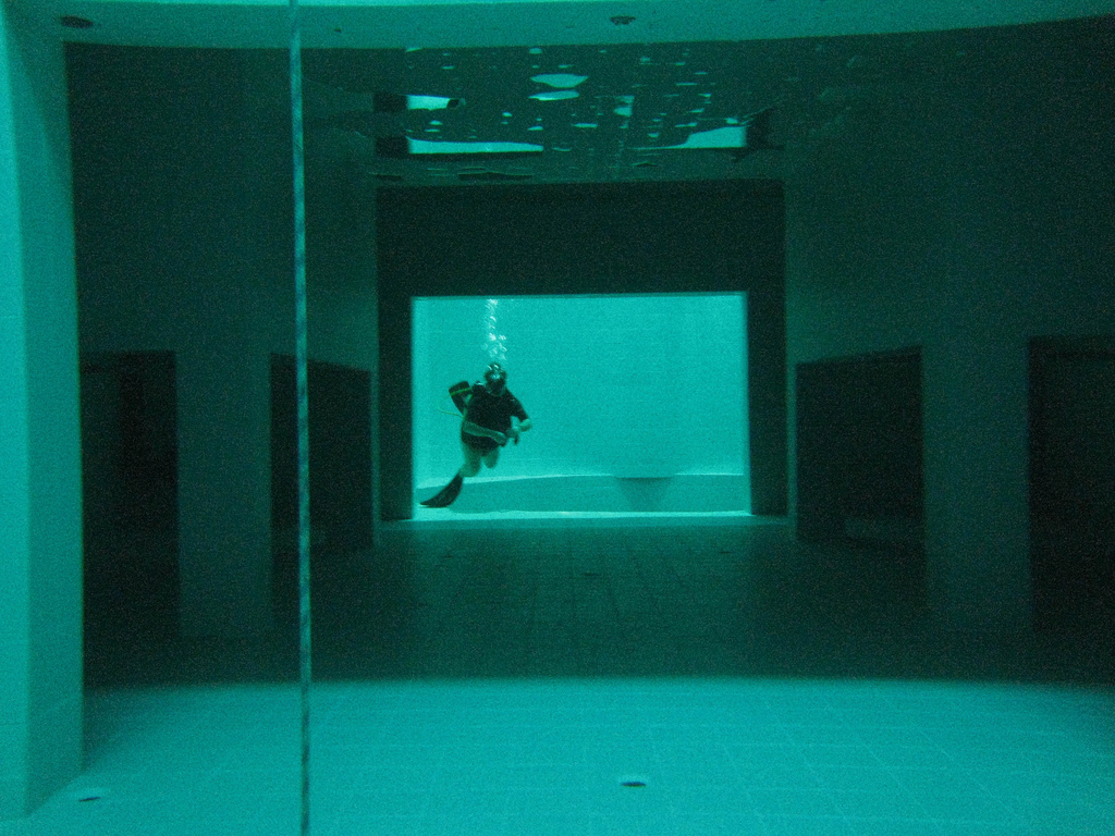 The deepest swimming pool in the world 8 pics i like - How deep is the average swimming pool ...