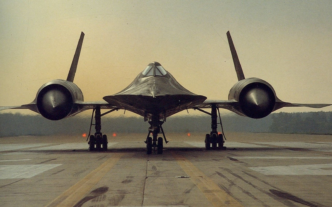 ' ' from the web at 'http://iliketowastemytime.com/sites/default/files/sr-71-old-photo.jpg'