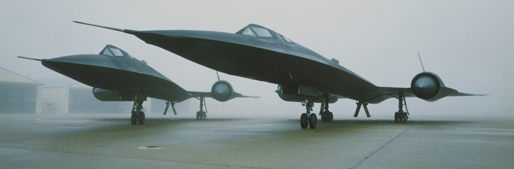 ' ' from the web at 'http://iliketowastemytime.com/sites/default/files/sr71_blackbird2.jpg'